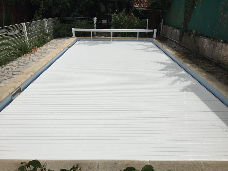Couvrez votre piscine pour la protéger